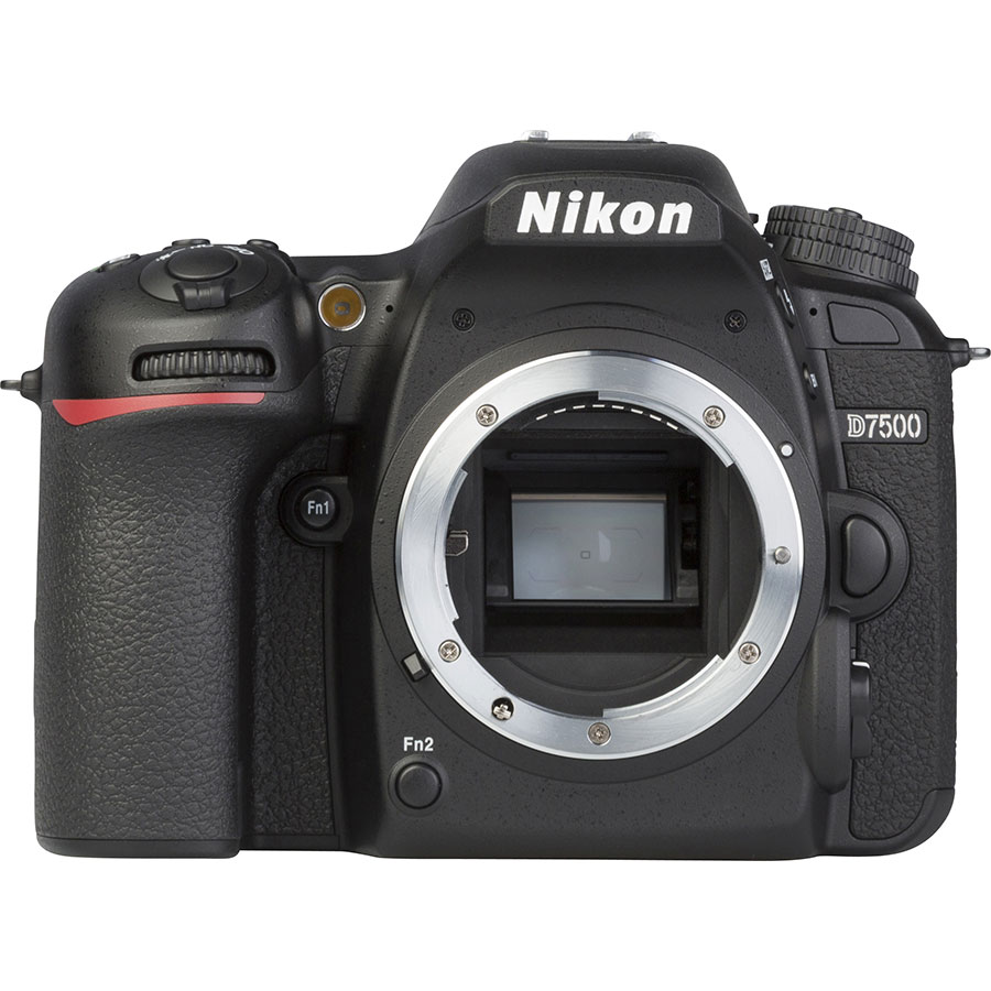 Nikon D7500 + AF-S DX Nikkor 18-105 mm G ED VR - Vue de face sans objectif