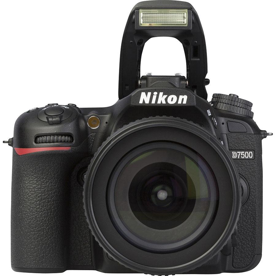 Nikon D7500 + AF-S DX Nikkor 18-105 mm G ED VR - Vue de face