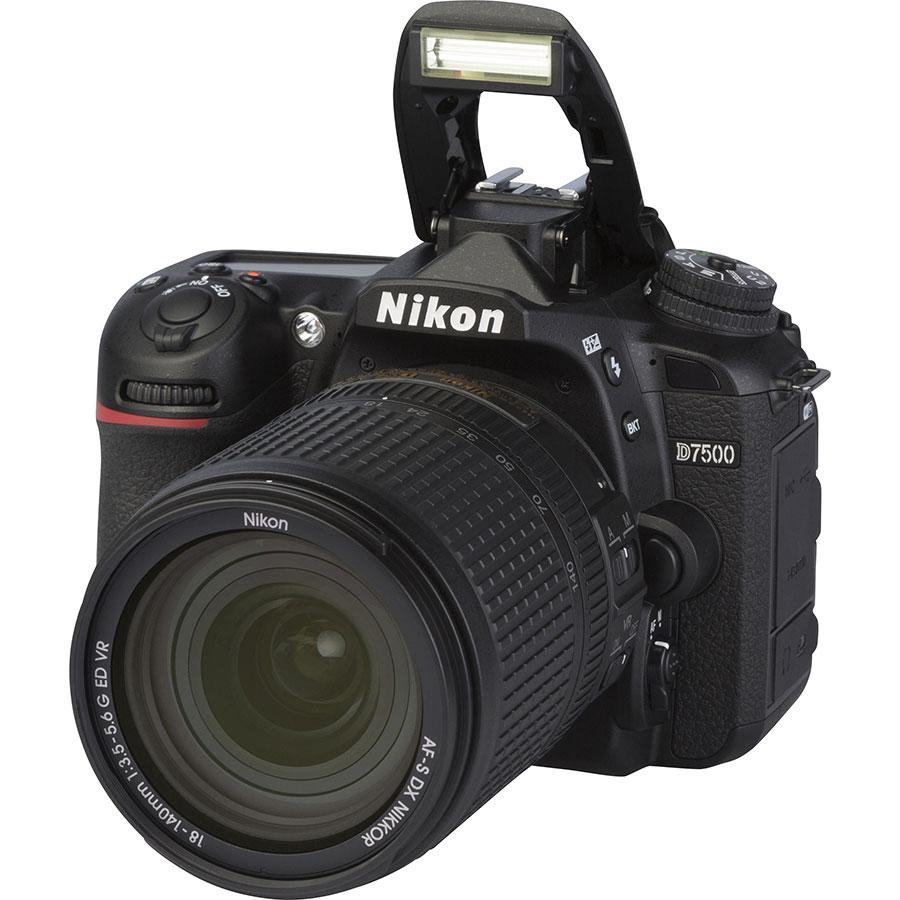 Nikon D7500 + AF-S DX Nikkor 18-140 mm G ED VR - Vue principale