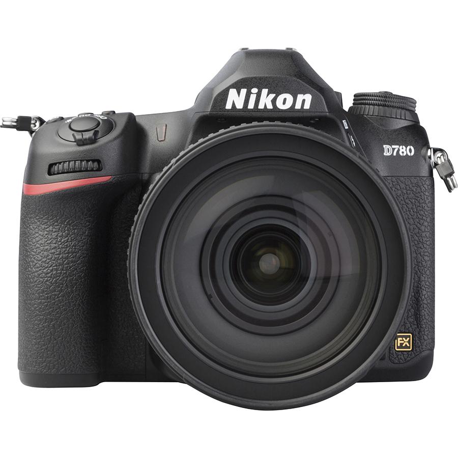 Nikon D780 + AF-S Nikkor 24-120 mm G ED VR - Vue de face