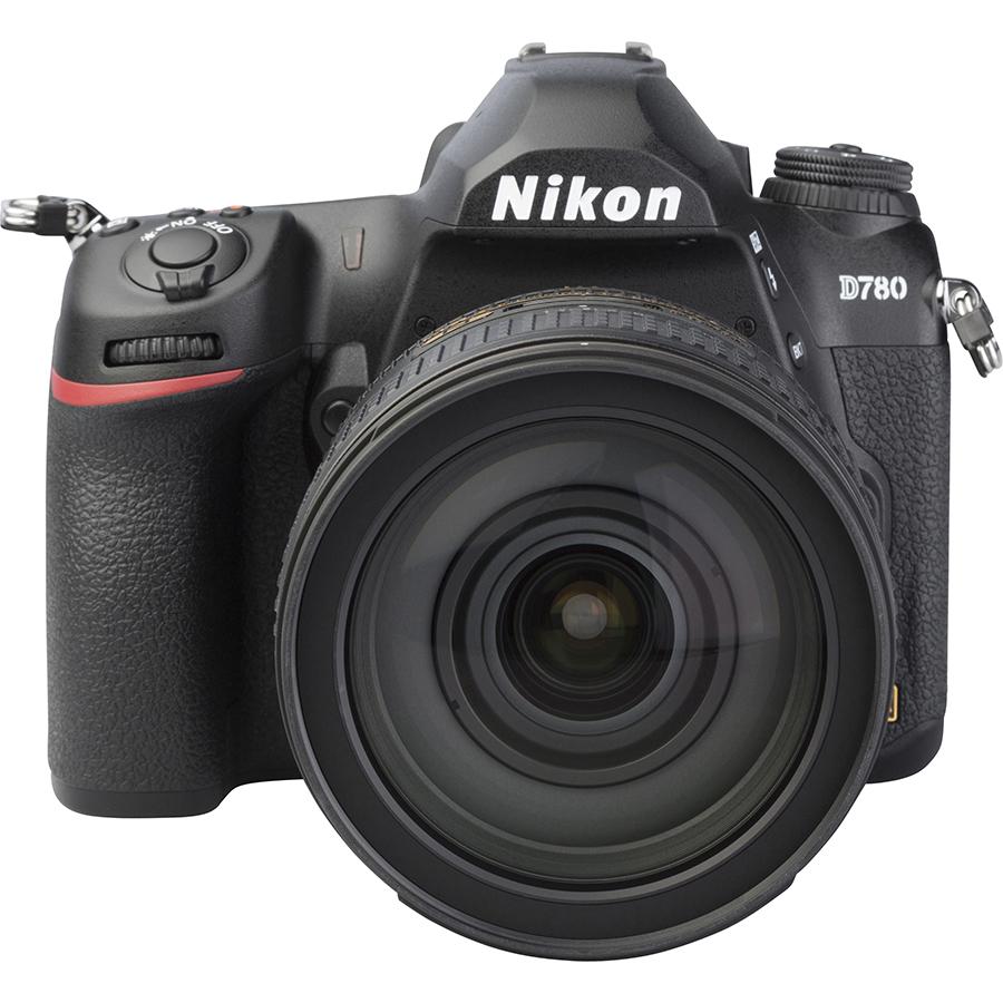 Nikon D780 + AF-S Nikkor 24-120 mm G ED VR - Autre vue de face