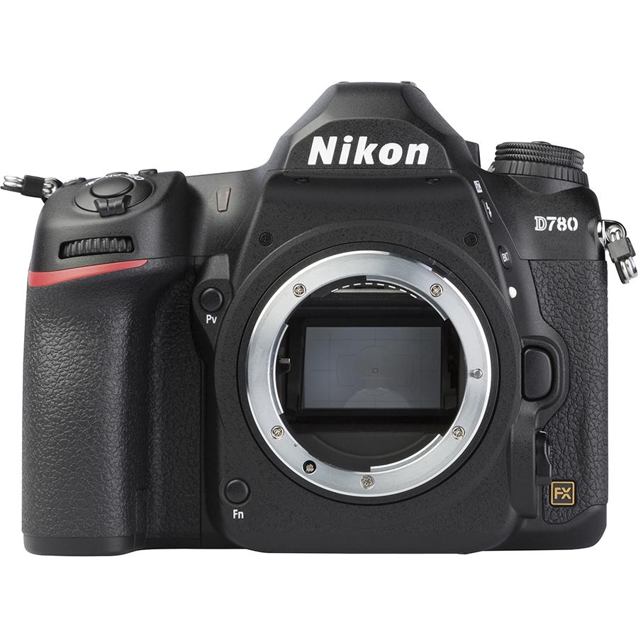 Nikon D780 + AF-S Nikkor 24-120 mm G ED VR - Vue de face sans objectif