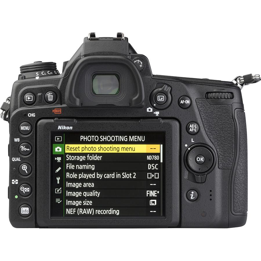 Nikon D780 + AF-S Nikkor 24-120 mm G ED VR - Vue de dos