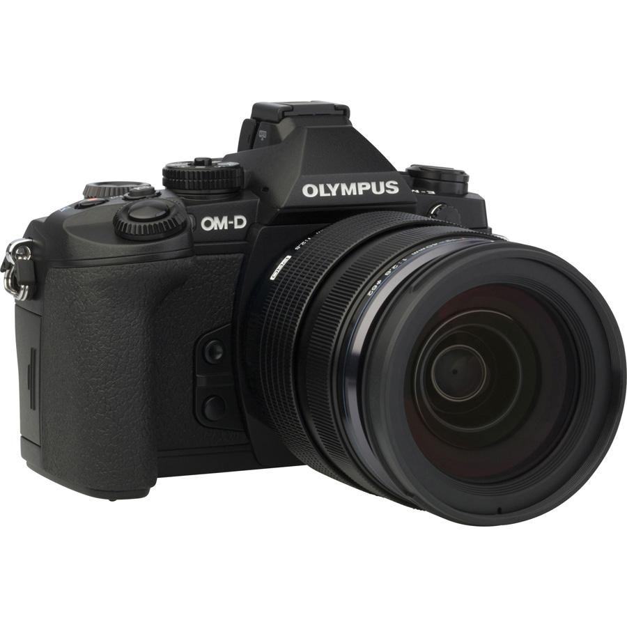 Olympus OM-D E-M1 + M. Zuiko Digital ED 12-40 mm PRO - Vue de 3/4 vers la droite