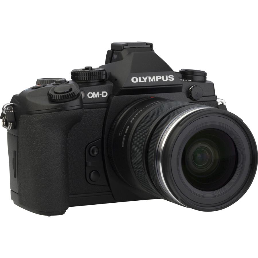 Olympus OM-D E-M1 + M. Zuiko Digital ED 12-50 mm EZ MSC - Vue de face sans objectif