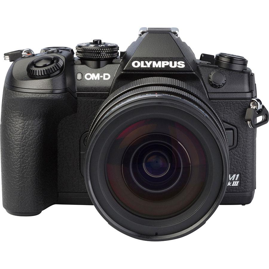 Olympus OM-D E-M1 Mark III + M.Zuiko Digital ED 12-40 mm Pro - Autre vue de face