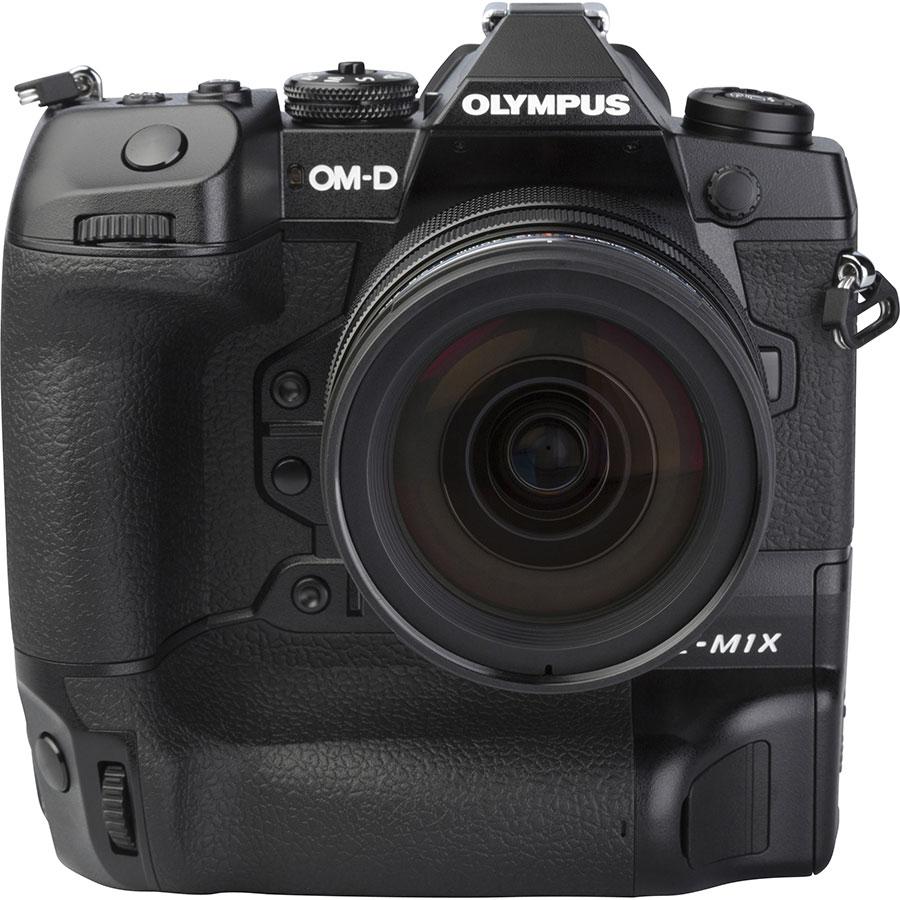 Olympus OM-D E-M1X + M. Zuiko Digital ED 12-40 mm Pro - Autre vue de face