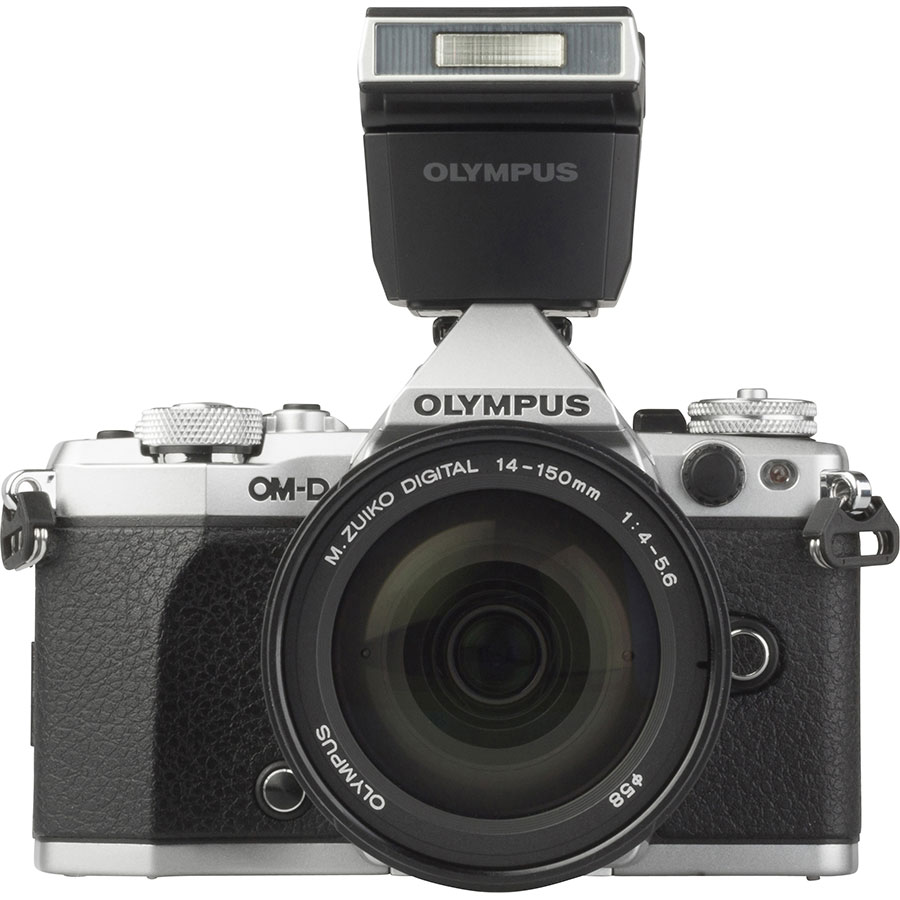 Olympus OM-D E-M5 Mark II + M. Zuiko Digital 14-150 mm II ED MSC - Vue de face