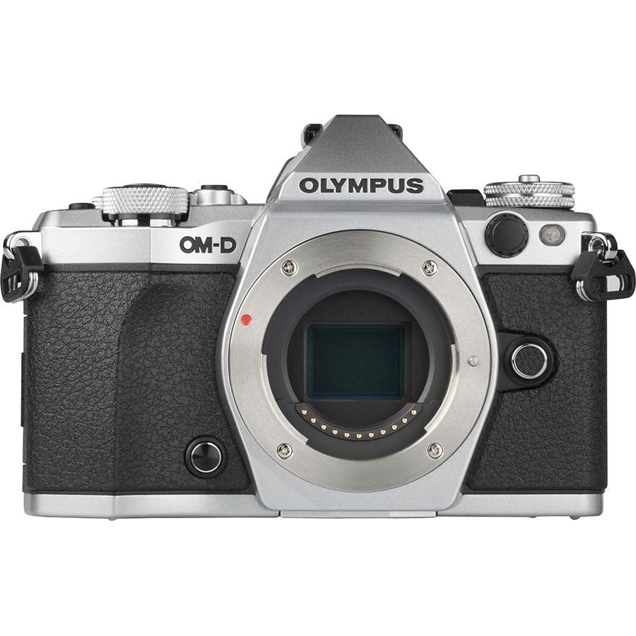 Olympus OM-D E-M5 Mark II + Tamron 14-150 mm Di III - Vue de face sans objectif