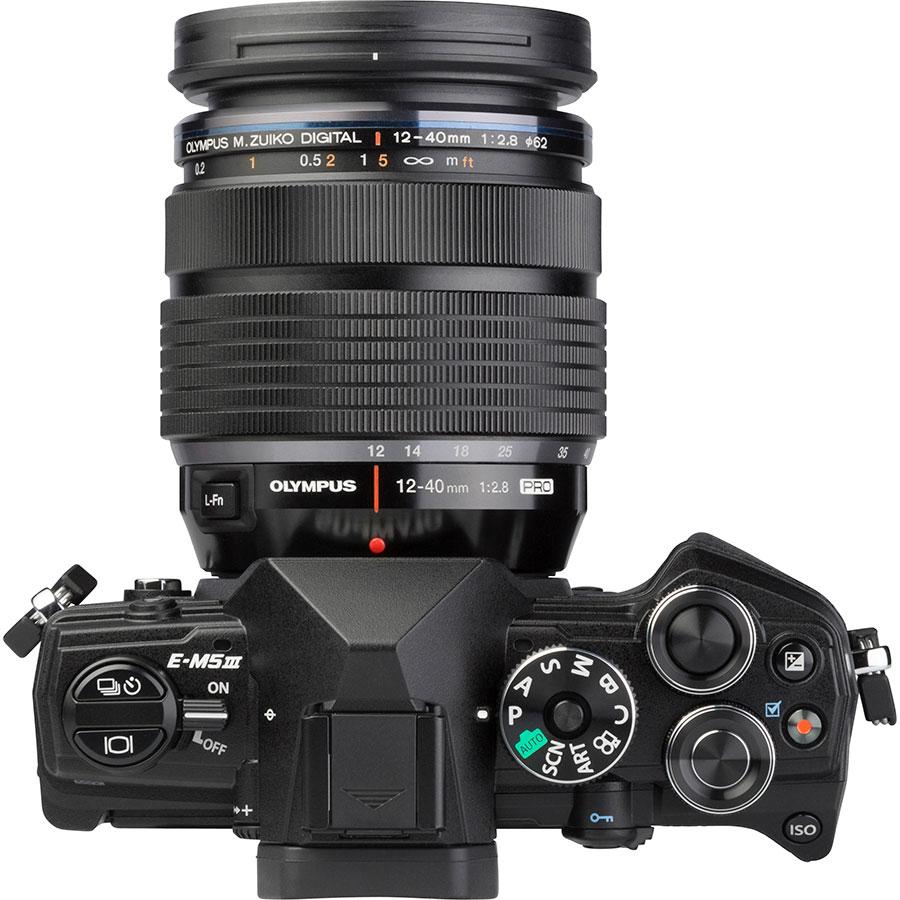 Olympus OM-D E-M5 Mark III + M.Zuiko Digital ED 12-40 mm Pro - Vue du dessus