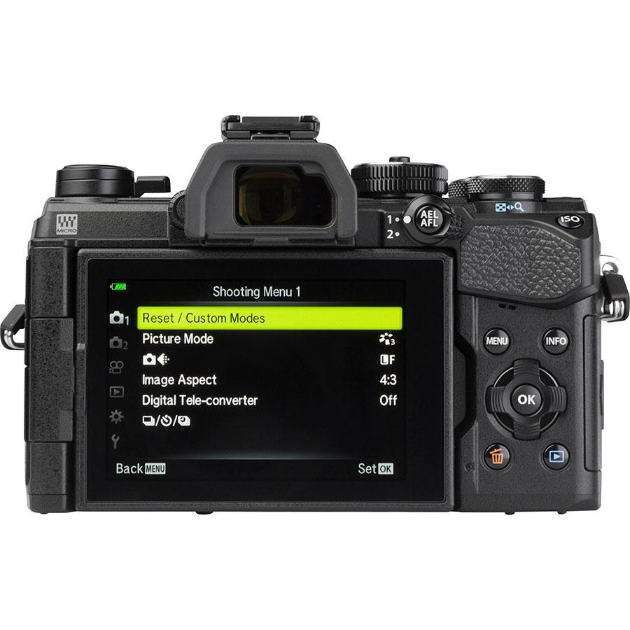Olympus OM-D E-M5 Mark III + M.Zuiko Digital ED 12-40 mm Pro - Vue de dos