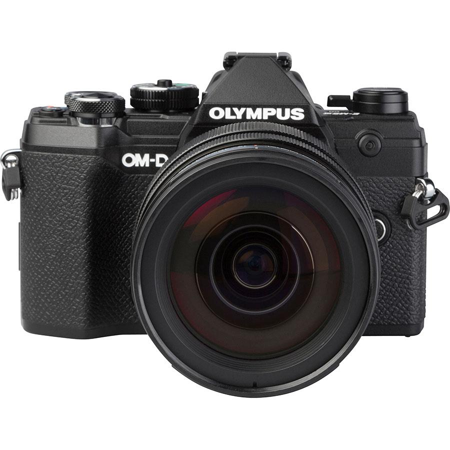 Olympus OM-D E-M5 Mark III + M.Zuiko Digital ED 12-40 mm Pro - Vue de face