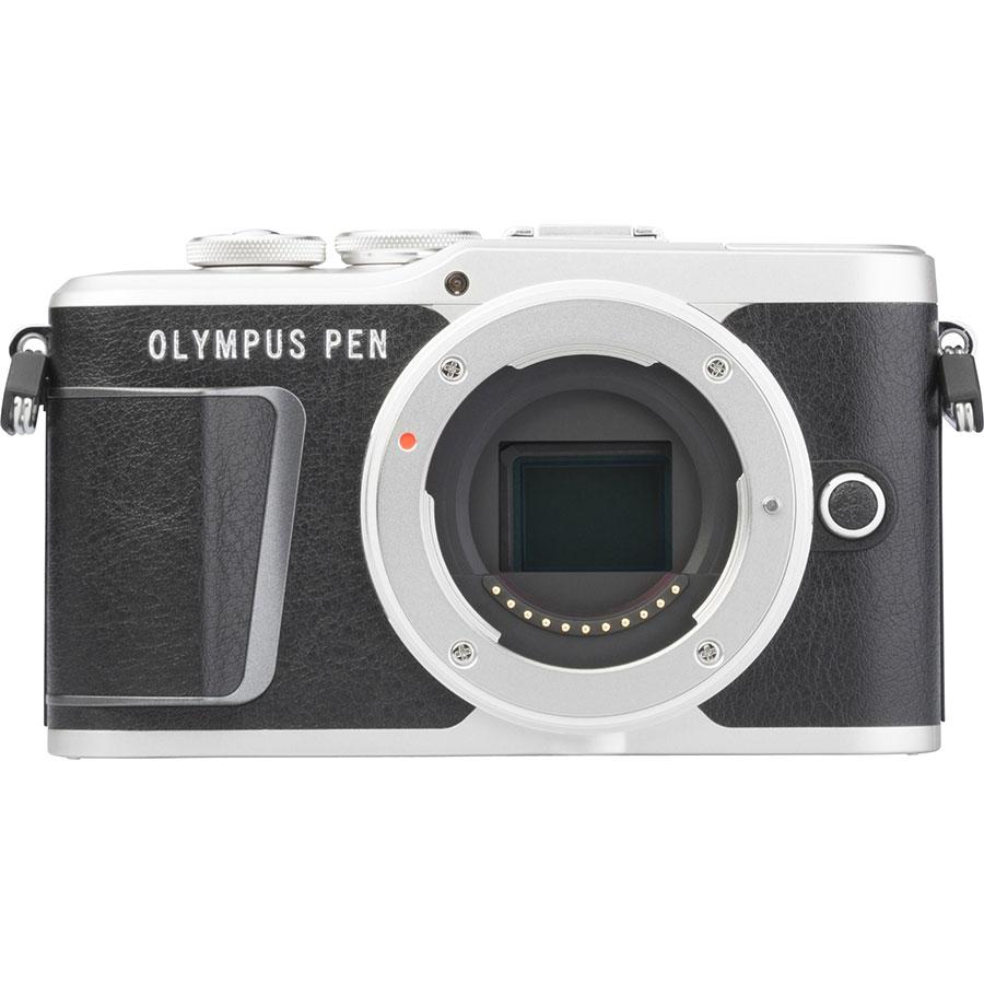 Olympus Pen E-PL9 + M. Zuiko Digital ED 14‑42 mm - Vue de face sans objectif
