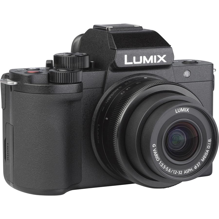Panasonic Lumix DC-G100 + Lumix G Vario 12-32 mm Mega OIS - Vue de 3/4 vers la droite
