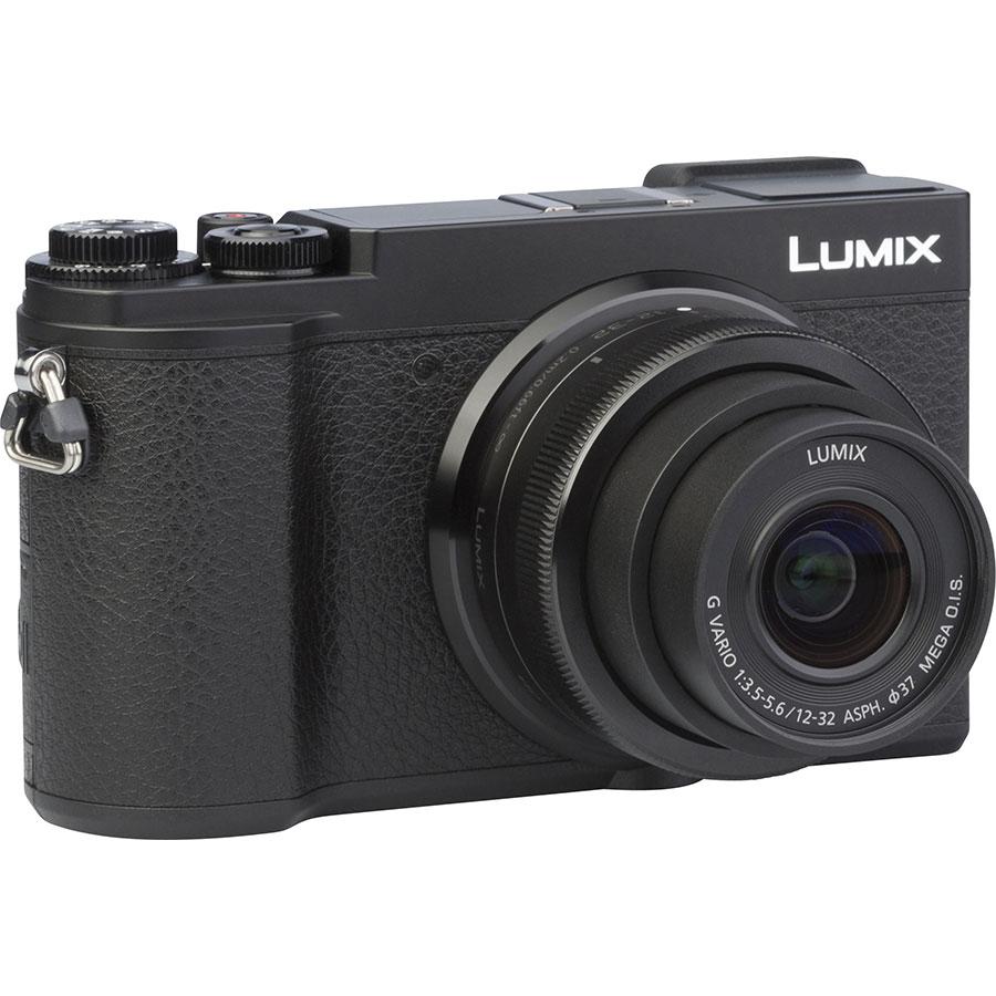 Panasonic Lumix DC-GX9 + Lumix G Vario 12-32 mm Mega OIS - Vue de 3/4 vers la droite
