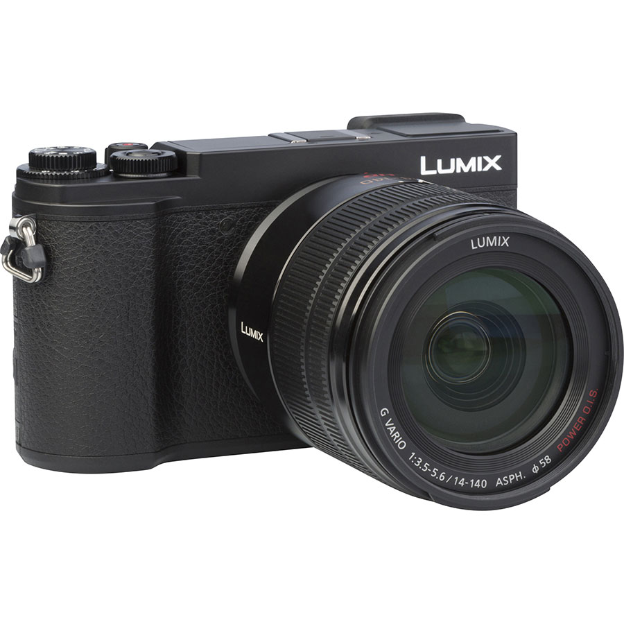 Panasonic Lumix DC-GX9 + Lumix G Vario 14-140 mm Power OIS - Vue de 3/4 vers la droite