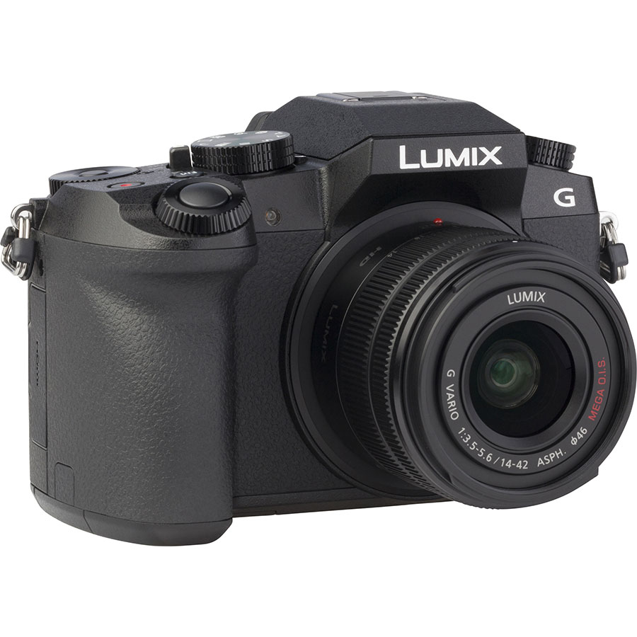 Panasonic Lumix DMC-G7 + Lumix G Vario 14-42 mm II OIS - Vue de 3/4 vers la droite