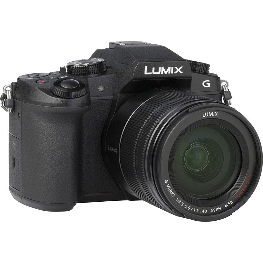 Panasonic Lumix DMC-G80 + Lumix G Vario 14-140 mm Power OIS - Vue de 3/4 vers la droite