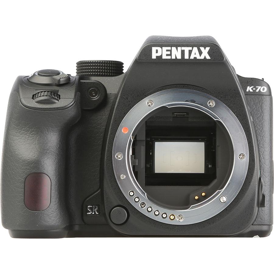 Pentax K-70 + SMC DA 18-135 mm ED AL IF DC WR - Vue de face sans objectif
