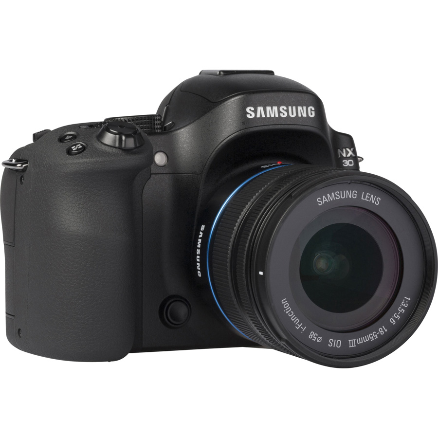 Samsung NX30 + 18-55 mm III OIS - Vue de 3/4 vers la droite