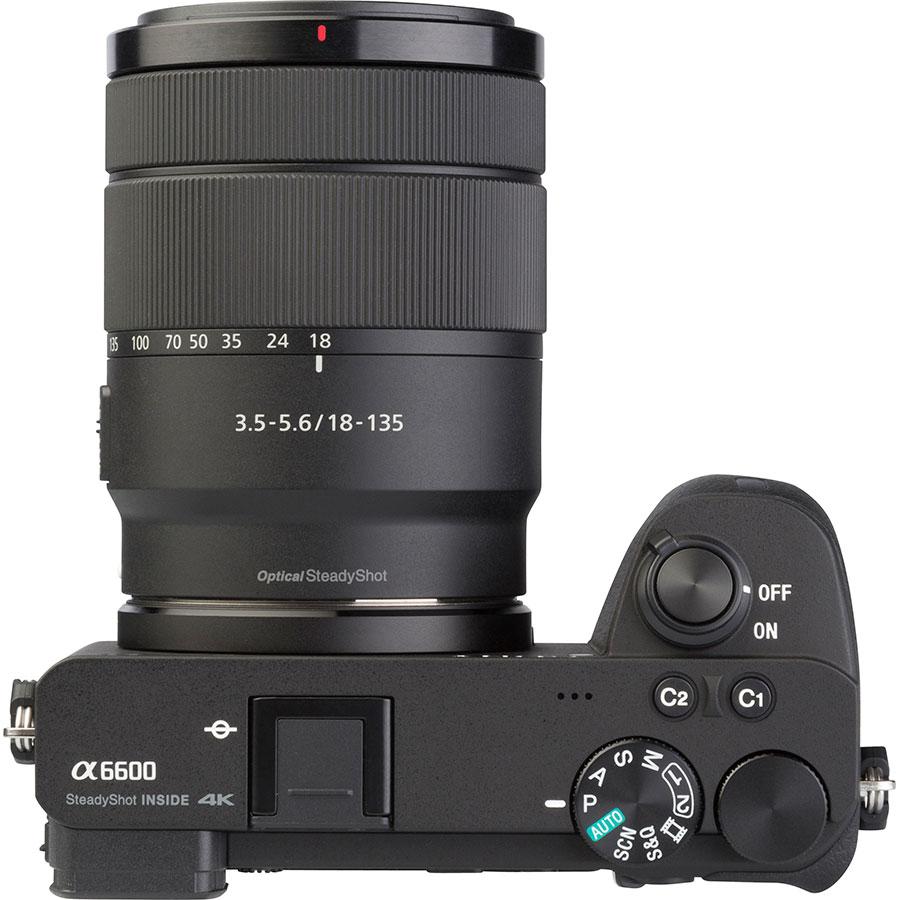 Sony ILCE-6600 + E 18-135 mm OSS SEL18135 - Vue du dessus