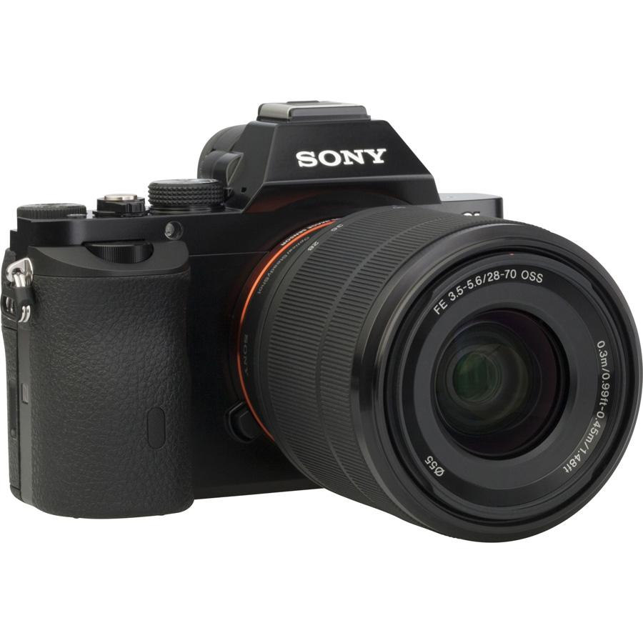 Sony ILCE-7 + 28-70 mm OSS SEL2870 - Vue de 3/4 vers la droite