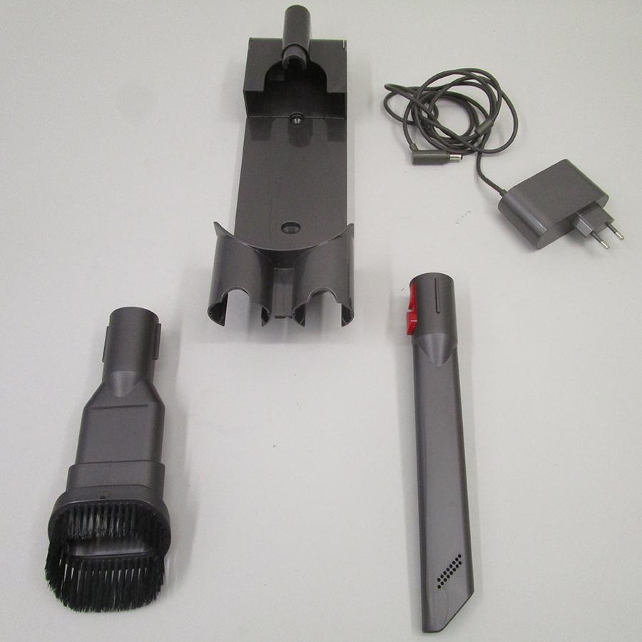 Dyson V8 Slim - Accessoires fournis