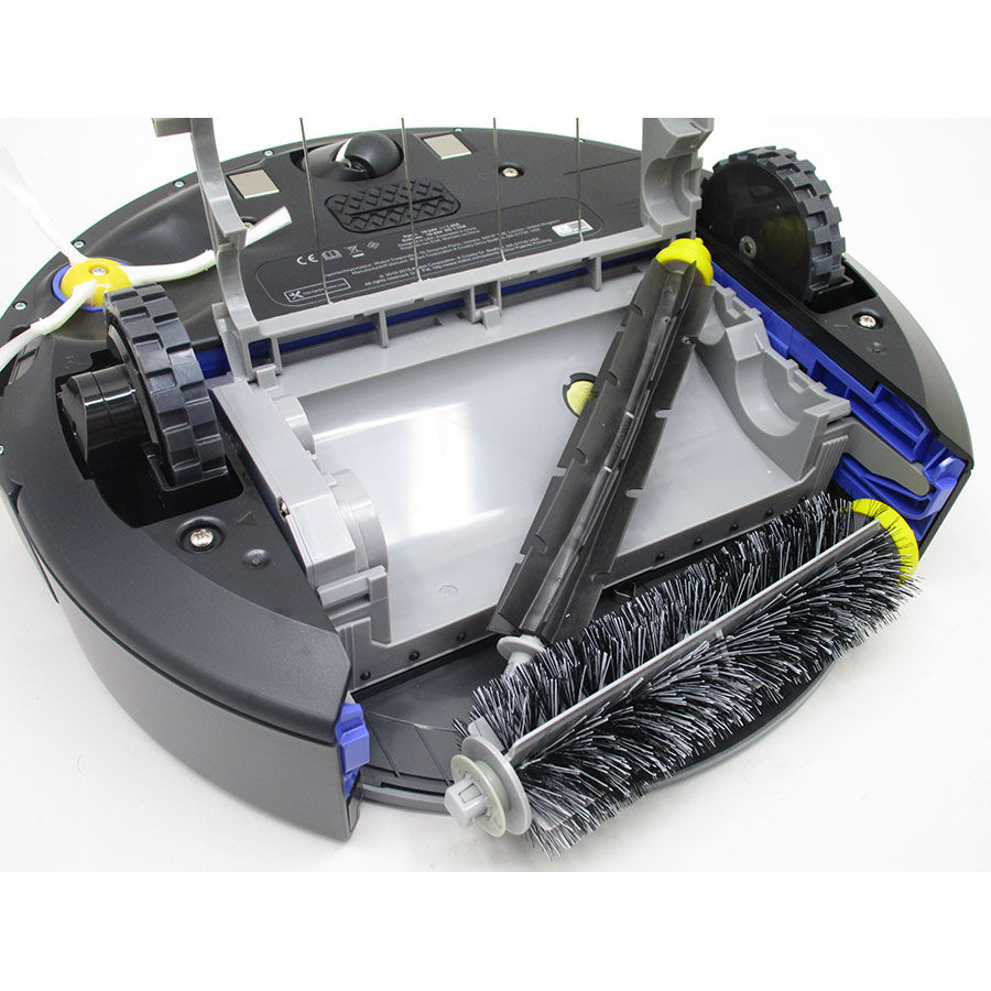 iRobot Roomba 681 - Accès à la brosse principale