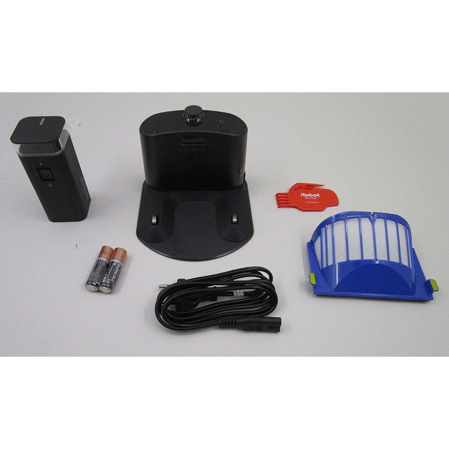 iRobot Roomba 696 - Station de charge et accessoires fournis