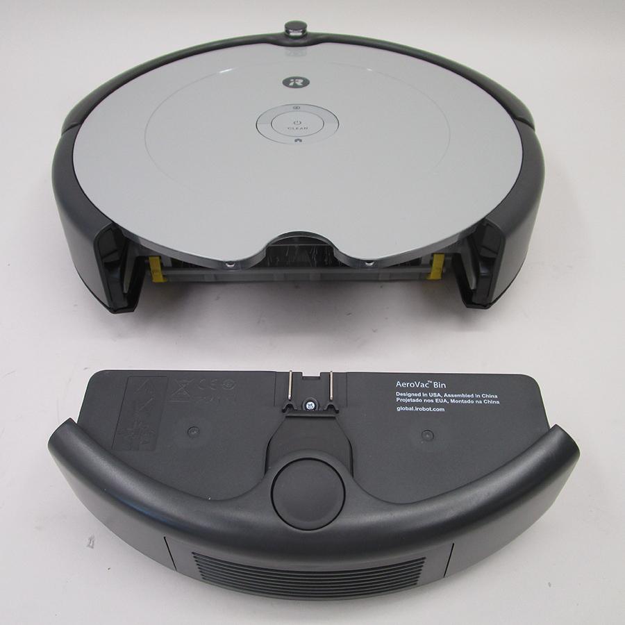 iRobot Roomba 698 - Réservoir à poussière sous l'appareil