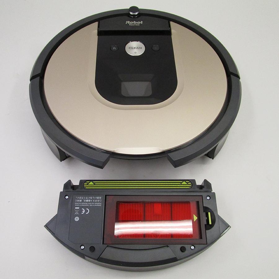 iRobot Roomba 976 - Réservoir à poussière sous l'appareil
