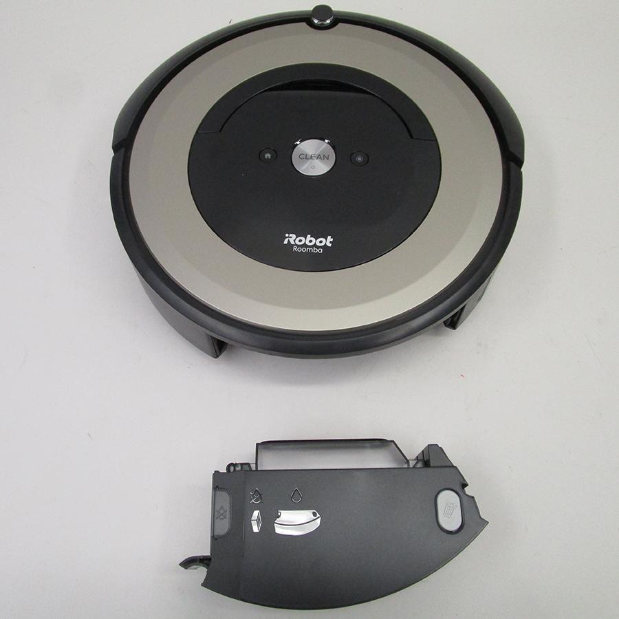 iRobot Roomba e6198 - Réservoir à poussière sous l'appareil