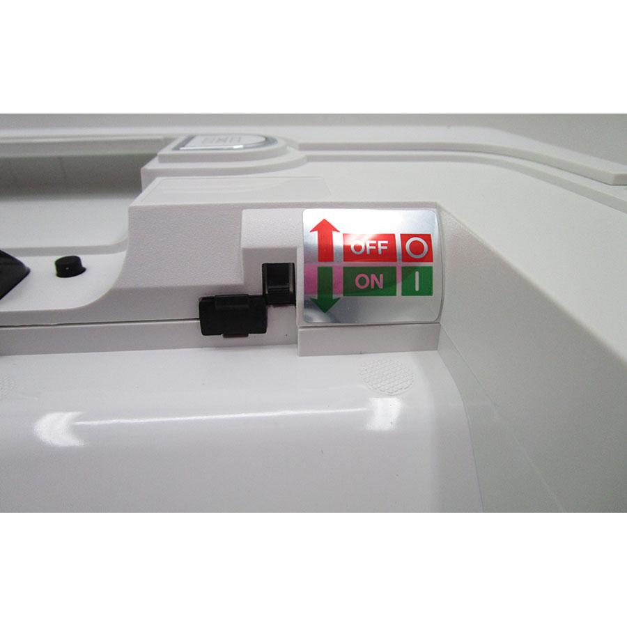 Neato Botvac D75 - Interrupteur marche/arrêt