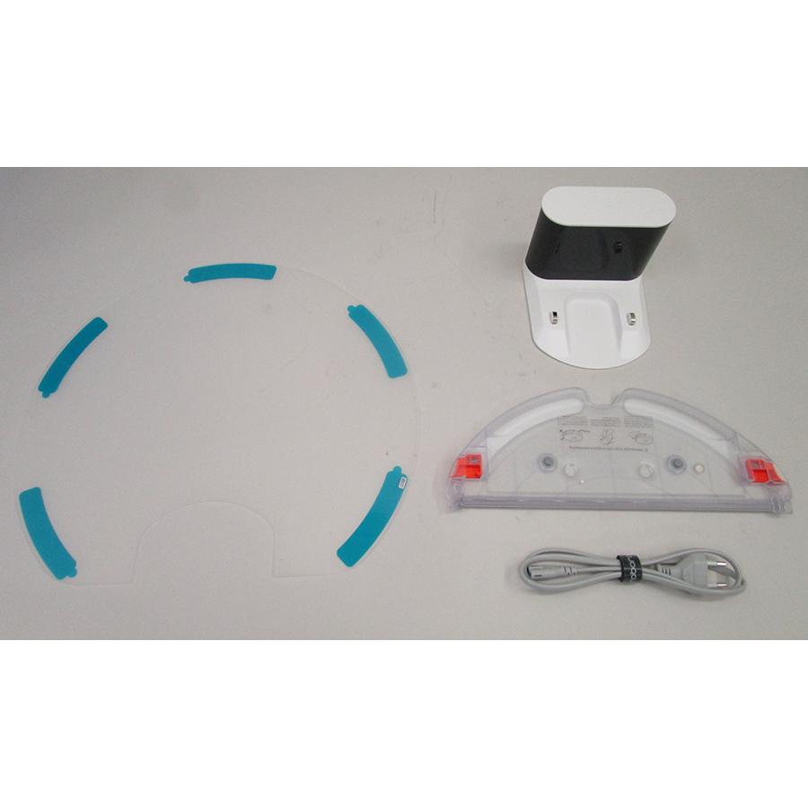 Roborock S5 Max - Station de charge et accessoires fournis