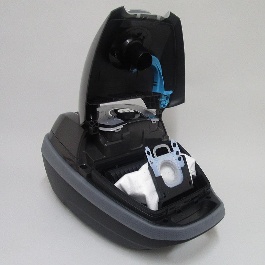 Bosch BGL8PERF6 In'Genius GL-80 - Sac à poussières sur son support