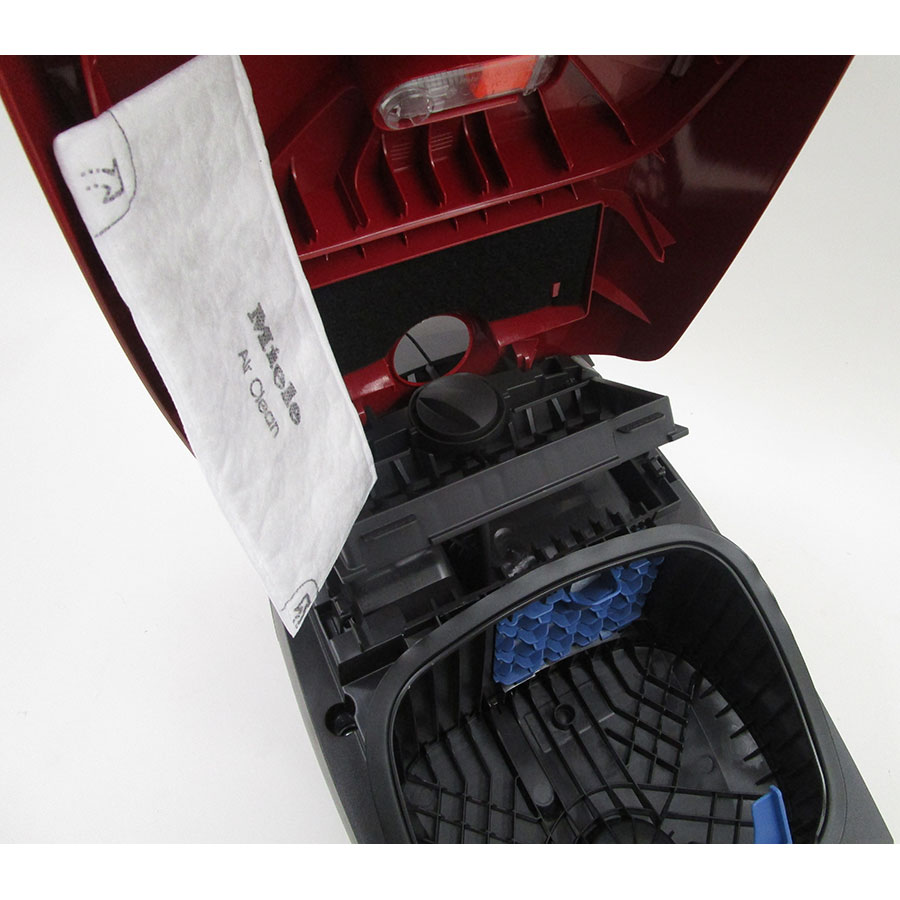 Miele Classic C1 EcoLine SBAP3 - Filtre sortie moteur sorti
