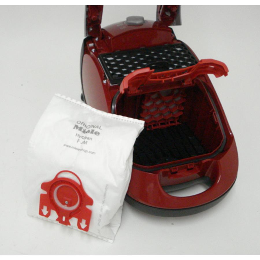 Miele Compact C1 Ecoline - Sac à poussières sorti