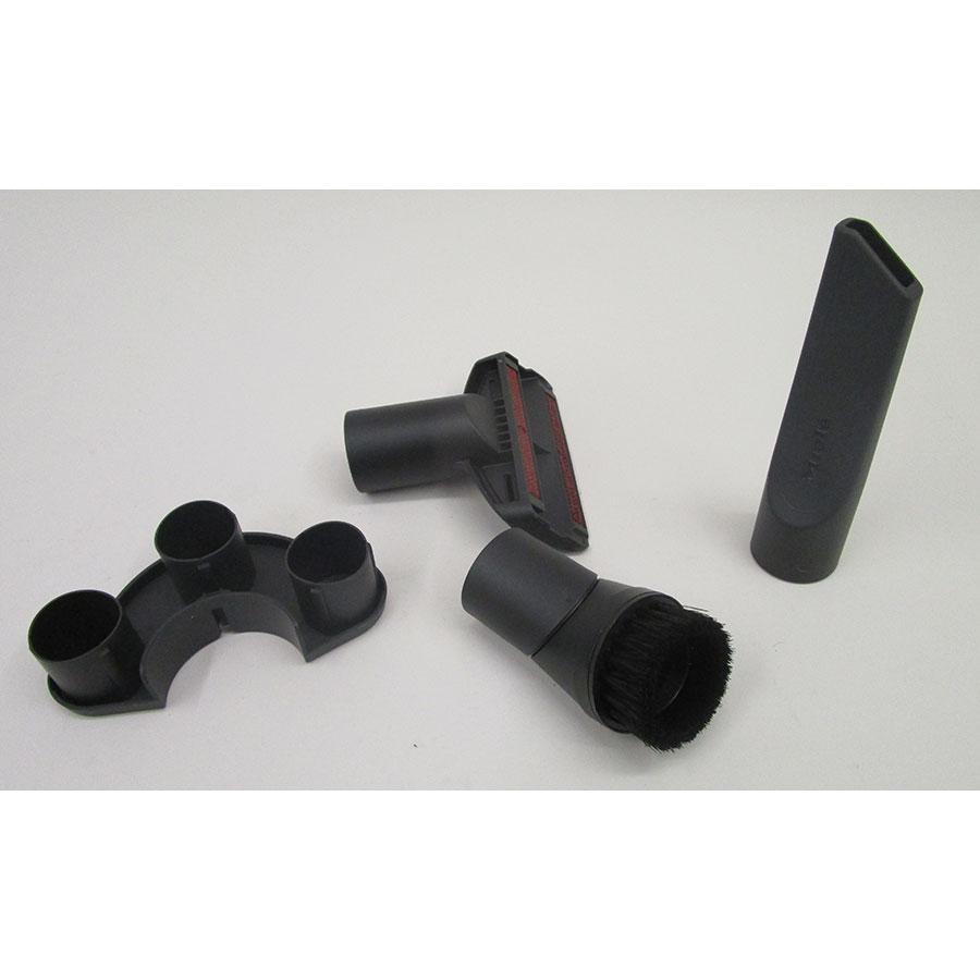 Miele Compact C2 Silence EcoLine SDRK3 - 3 accessoires livrés avec l'appareil : brosse à meubles, brosse textile et suceur