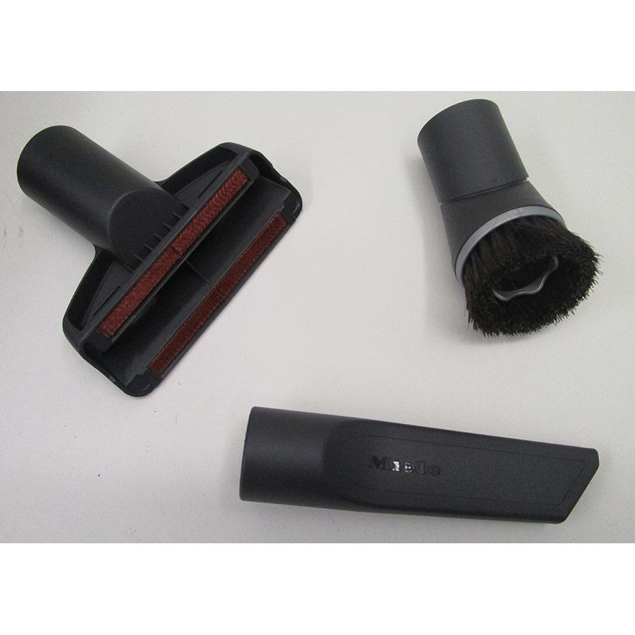 Miele Complete C3 Silence Hardfloor SGSK3 - 3 accessoires livrés avec l'appareil : brosse à meubles, brosse textile et suceur