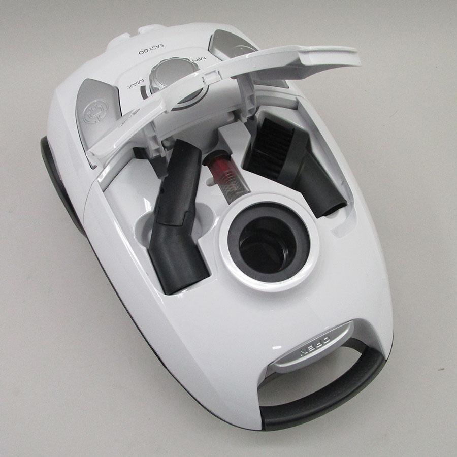 Tornado TOEG41IW Easy Go - Compartiment de rangement des accessoires