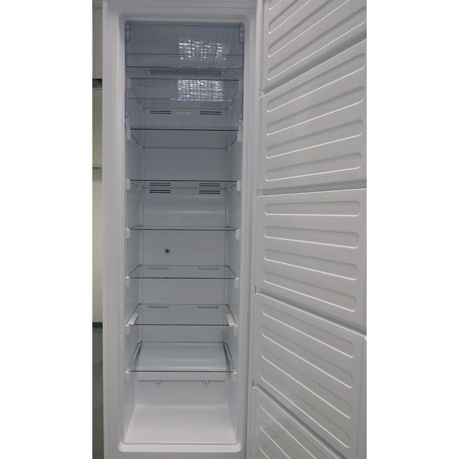 Beko RFNE312E23W - Intérieur du congélateur sans les tiroirs