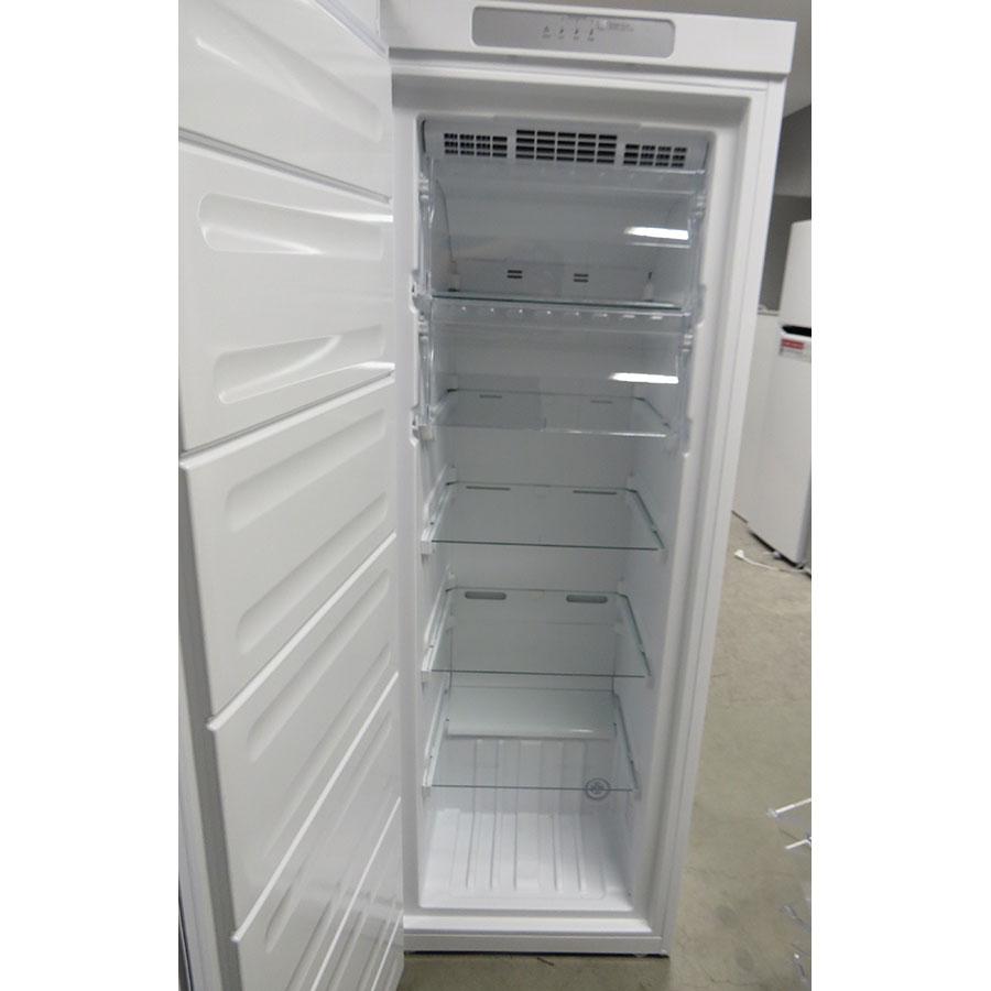 Indesit UI6F1TW - Intérieur du congélateur sans les tiroirs