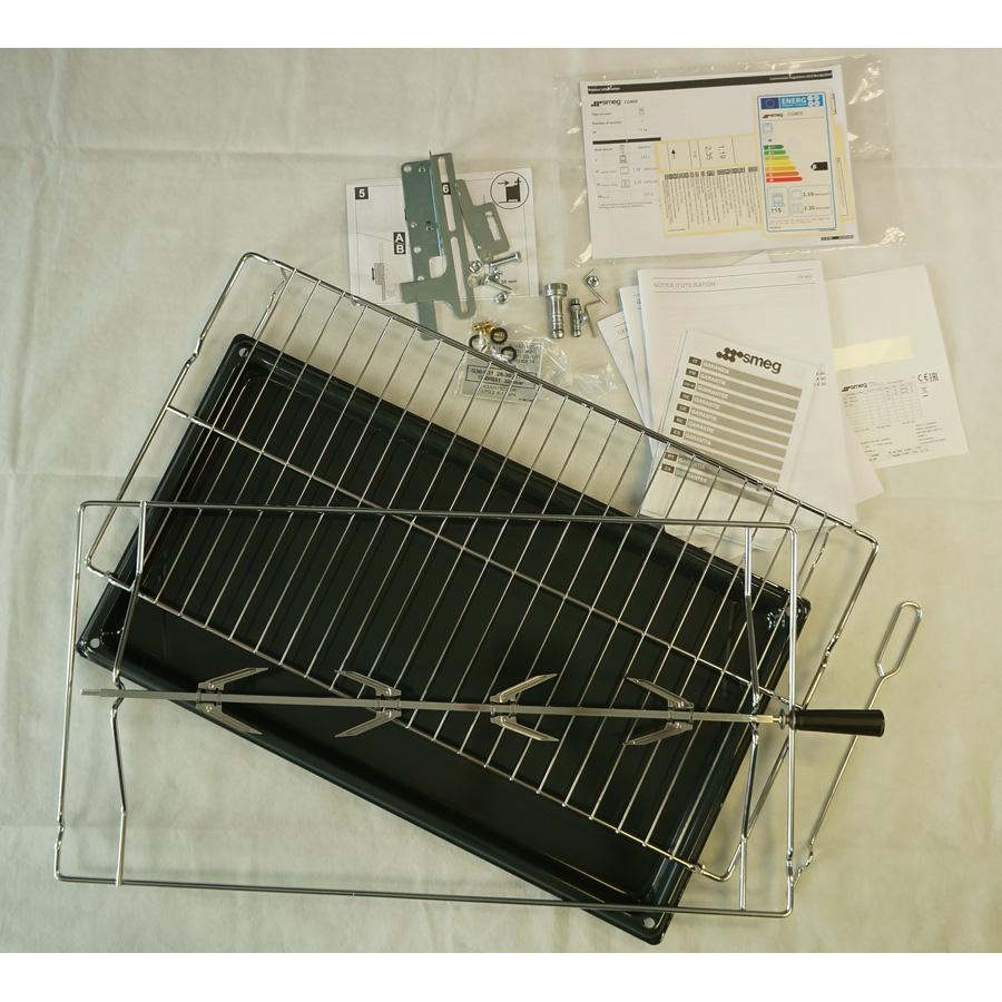 Smeg CG90X - Accessoires fournis