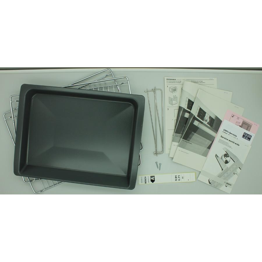 Bosch HBA64B153F - Accessoires et notices livrés avec le four