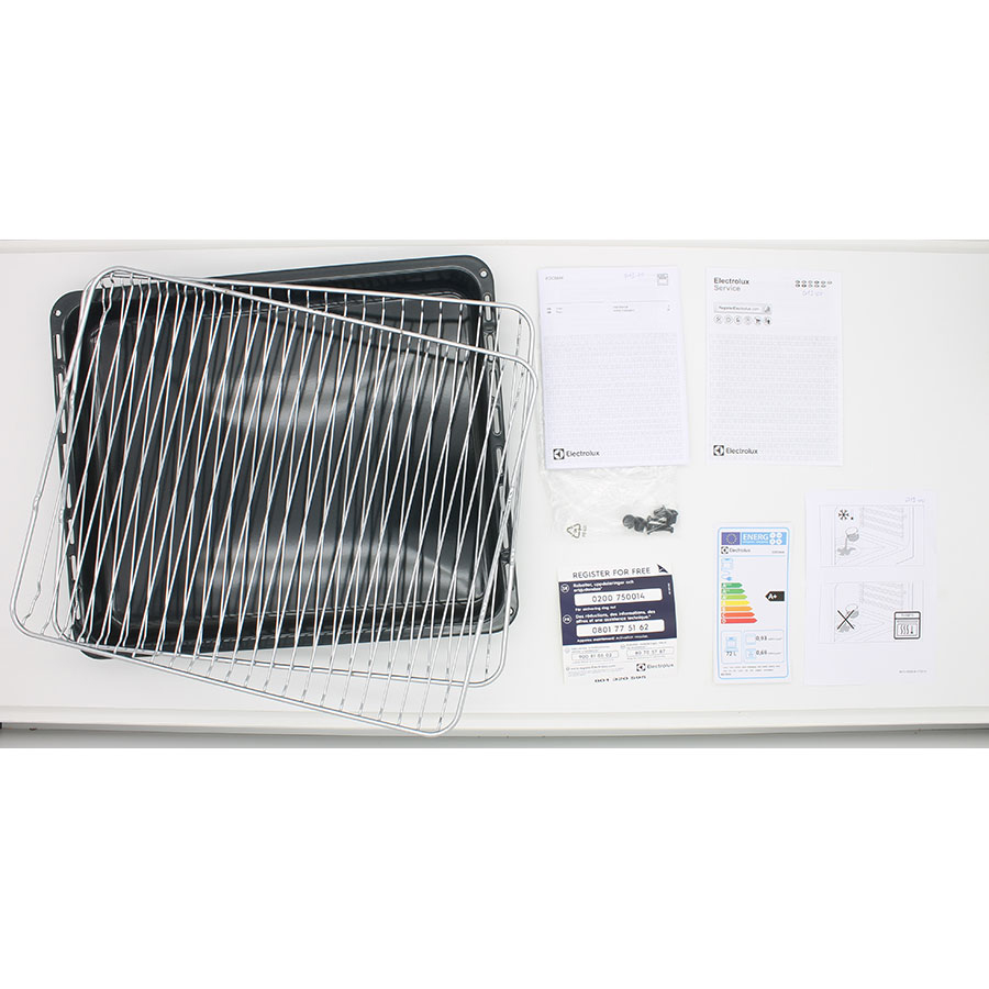 Electrolux EOC5644BOX - Accessoires et notices livrés avec le four
