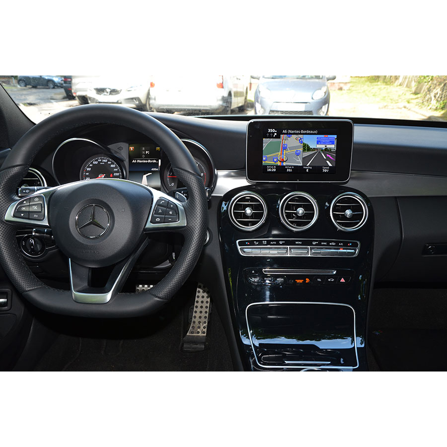 test mercedes map pilot c220d berline sportline gps embarqu s ufc que choisir. Black Bedroom Furniture Sets. Home Design Ideas