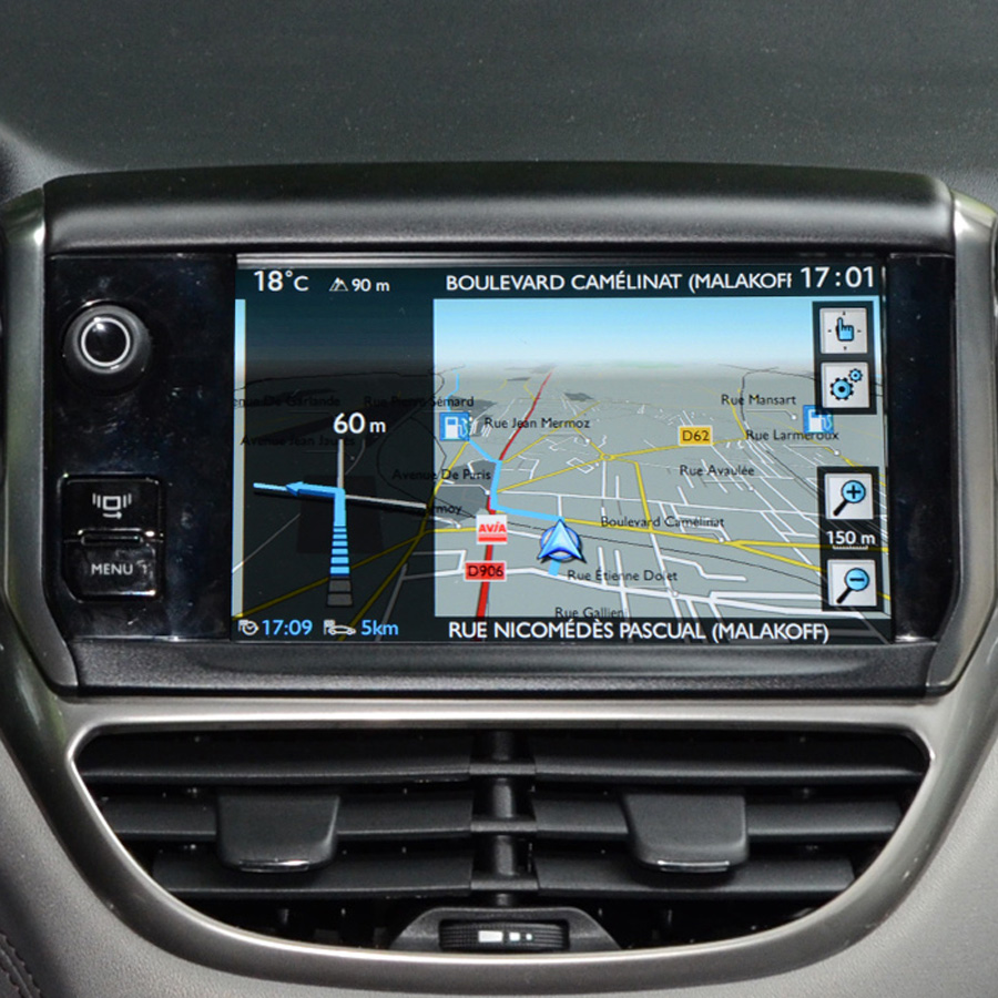 test peugeot 208 touch screen gps embarqu s ufc que. Black Bedroom Furniture Sets. Home Design Ideas