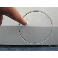AEG L8WED164C(*12*) - Ouverture de la trappe du filtre de vidange