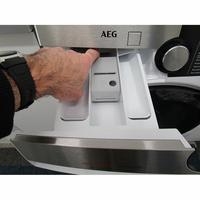AEG L9WSR162C - Bouton de retrait du bac à produits