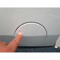 Electrolux EW7W3924SP - Ouverture de la trappe du filtre de vidange